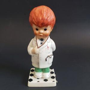 Goebel 1970 Porcelain boy Trouble shooter